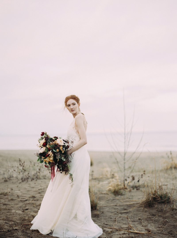 artur-zaitsev-photography-toronto-editorial-videographer-scarborough-bluffs-wedding-intimate-wedding-toronto-engagement-20