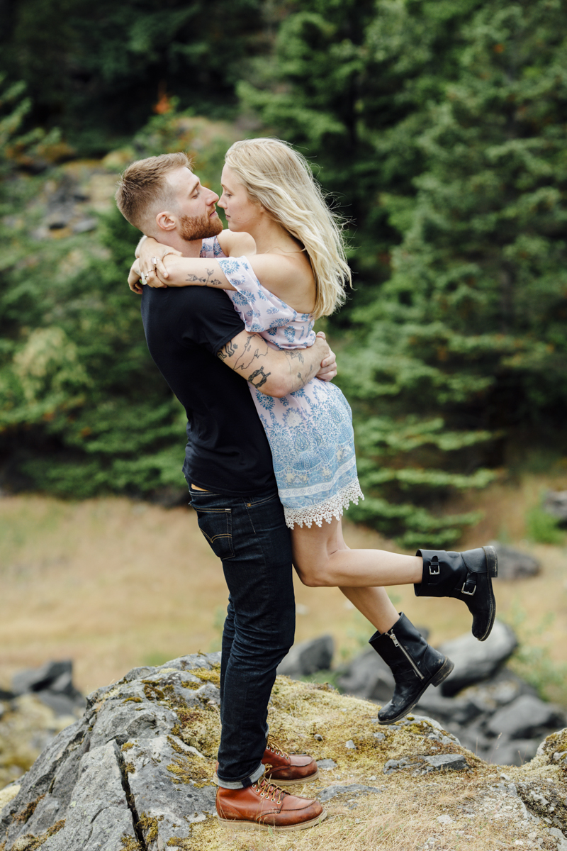Gorge-Engagement-Oregon-Photography-Portland-Artur-Zaitsev-Wedding-Adventure-30