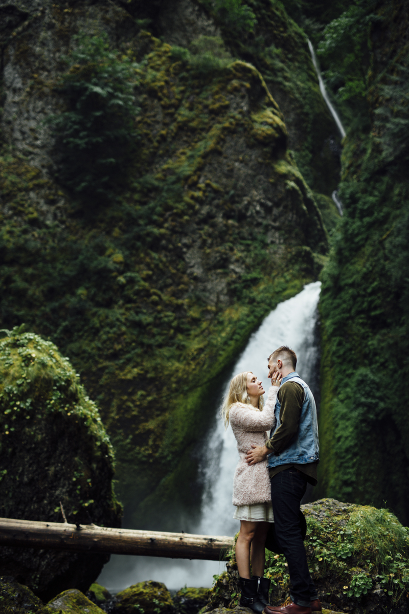 Gorge-Engagement-Oregon-Photography-Portland-Artur-Zaitsev-Wedding-Adventure-9